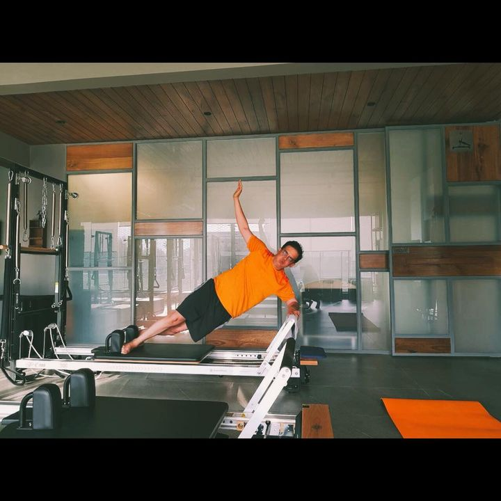 """We say """"Hello"""" to #Saturday by doing the Side Plank 🙋🏼♂️  Contact us for queries on: 9099433422/07940040991 www.pilatesaltitude.com"""