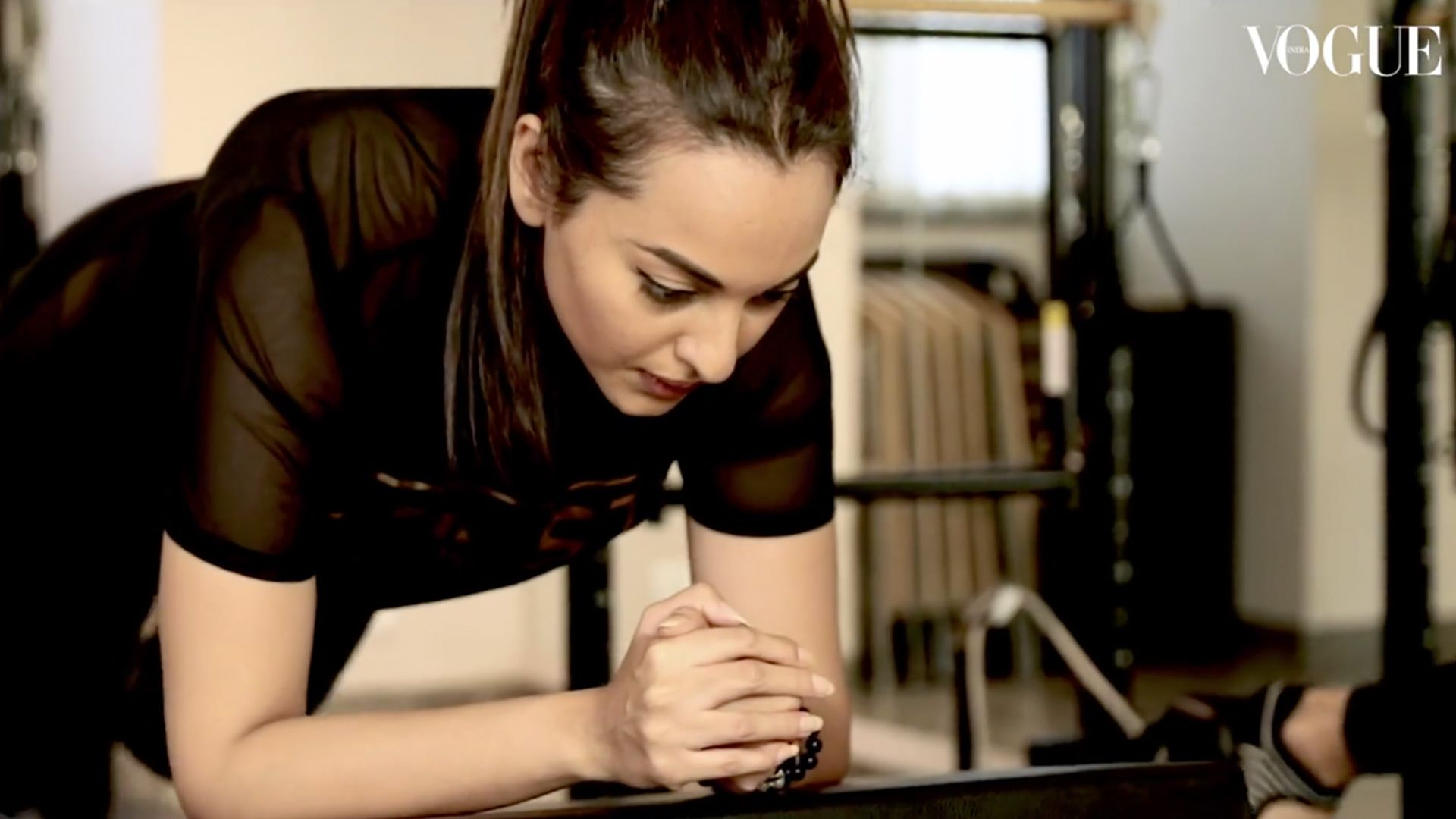 A lot of #Bollywood celebrities swear by pilates because of it's benefits. We discovered that Sonakshi Sinha is a big fan too. ❤  Here's a peek at her workout routine at #ThePilatesStudio with her trainer NamrataPurohit💪🏼🔥  Now there's some inspiration watching this talented actress doing some serious workout on the #PilatesReformer.   http://bit.ly/2Et0kDs . . . VOGUE India