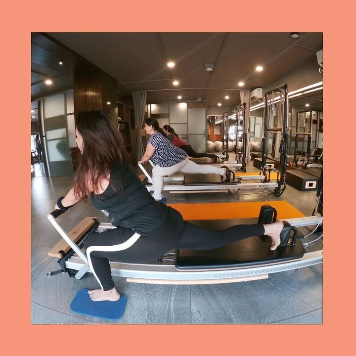 We like to slay on #Saturdays 🔥 . . Contact us for queries on: 9099433422/07940040991 www.pilatesaltitude.com . . . #Pilates #ThePilatesStudio  #FitnessEnthusiast #Fitness #workout #fit  #bollywood #bollywoodstyle #celebrity #InstaFit #FitnessStudio #Fitspo  #Workout #WorkoutMotivation #fitness  #pilatesgirl #pilatesbody #thepilatesstudioahmedabad #celebritytrainer #gettingbettereachday #fitnessforever #workhardwednesday #workhard