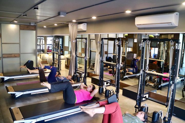 A happy & Effective Pilates Workout Class with Energetic Girls on a Saturday Morning !  . #weekendworkout #pilatescommunity #pilatesfit #Core #abs #tabletop #pilatesprinciples #weekendspecialpilates #pilatesstudioahmedabad